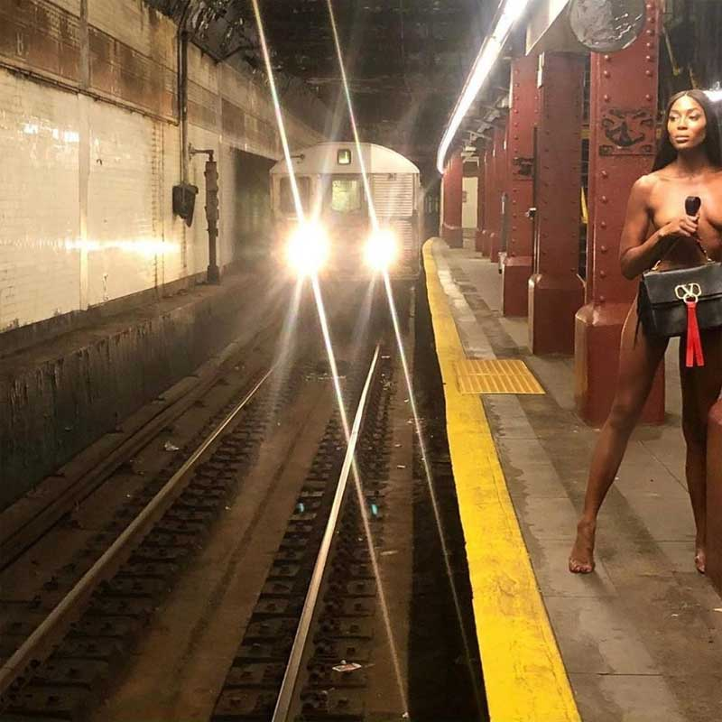 Supermodel Naomi Campbell Poses Nude On New Yorks Subway!