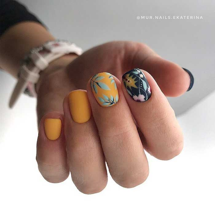 Round Floral Nails